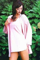 Коротенькая сорочка и халат