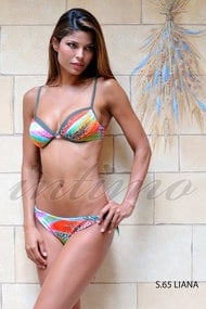 Swimsuit with a cup compacted, melt and slip pareo